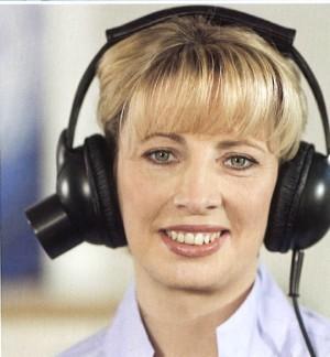 Via een speciale koptelefoon worden lichaamsignalen opgevangen.